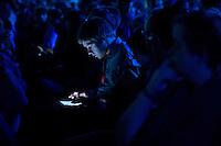 Berlin, Ein Teilnehmer sitzt am Dienstag (06.05.2014) bei der Internetkonfenenz Re:publica vor einem Tablet. Foto: Steffi Loos/CommonLens