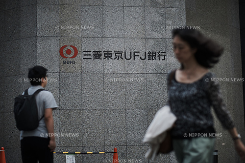 September 8, 2017: Pedestrian walks past a Mitsubishi UFJ Financial Group Inc (MUFG) branch in Tokyo, Japan, 8 September 2017. (Photo by Nicolas Datiche/AFLO) (JAPAN)