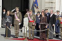 MADRI, ESPANHA, 06 JANEIRO 2013 - PARADA MILITAR ANO NOVO - (E/D) A princesa Letizia o Principe Felipe o Rei Juan Calos e a Rainha Sophia durante Parada Militar do Ano Novo no Palacio Real de Madri capital da Espanha, neste domingo, 06/01/2013. (FOTO: MIGUEL CORDOBA / ALFAQUI / BRAZIL PHOTO PRESS).