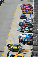 RIO DE JANEIRO, RJ, 21 DE JULHO 2012 - CAMPEONATO BRASILEIRO DE GRAN TURISMO - 4ª ETAPA - RIO DE JANEIRO - Os carros nos boxes, após o treino classificatório para a 1ª bateria da 4ªetapa do Campeonato Brasileiro de Gran Turismo, disputado no Autodromo Internacional Nelson Piquet, Jacarepagua, Rio de Janeiro, neste sábado, 21. FOTO BRUNO TURANO  BRAZIL PHOTO PRESS
