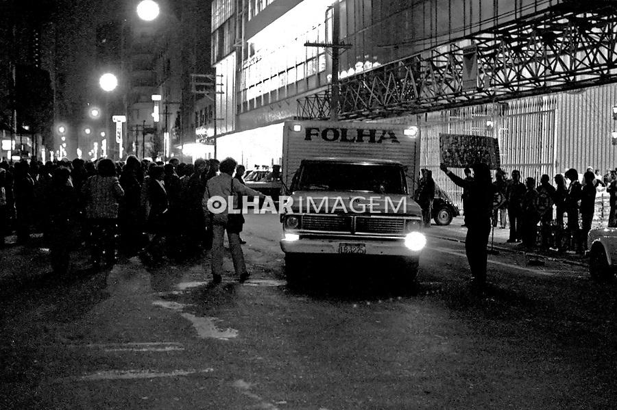 Piquete na porta da Folha, greve dos Jornalistas. SP. 1979. Foto de Juca Martins.