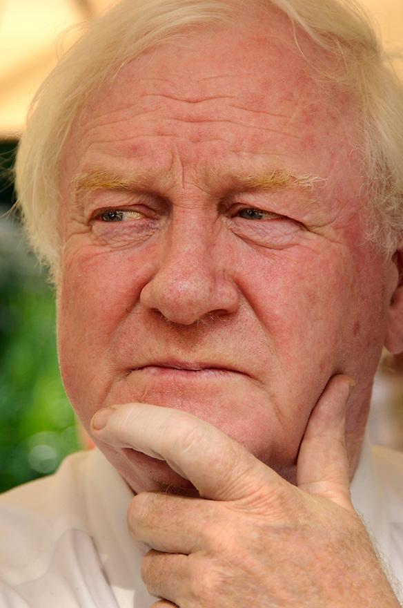 Nederland, Driebergen, 2 sept 2005..Wouter van Dieren.Wouter van Dieren is directeur van het Instituut voor Milieu- en Systeemanalyse (IMSA), een adviesbureau op het gebied van milieustrategie en milieu-innovatie. Daarnaast bekleedt hij wereldwijd ruim 40 functies. Zo is hij lid van de Club van Rome en van de Wereldacademie voor Kunsten en Wetenschappen...Sinds 1968 is Van Dieren betrokken bij wereldwijde milieu-activiteiten op uiteenlopende gebieden als wetenschap, politiek en media. Hij is oud-voorzitter en medeoprichter van Milieudefensie..Foto (c) Michiel Wijnbergh
