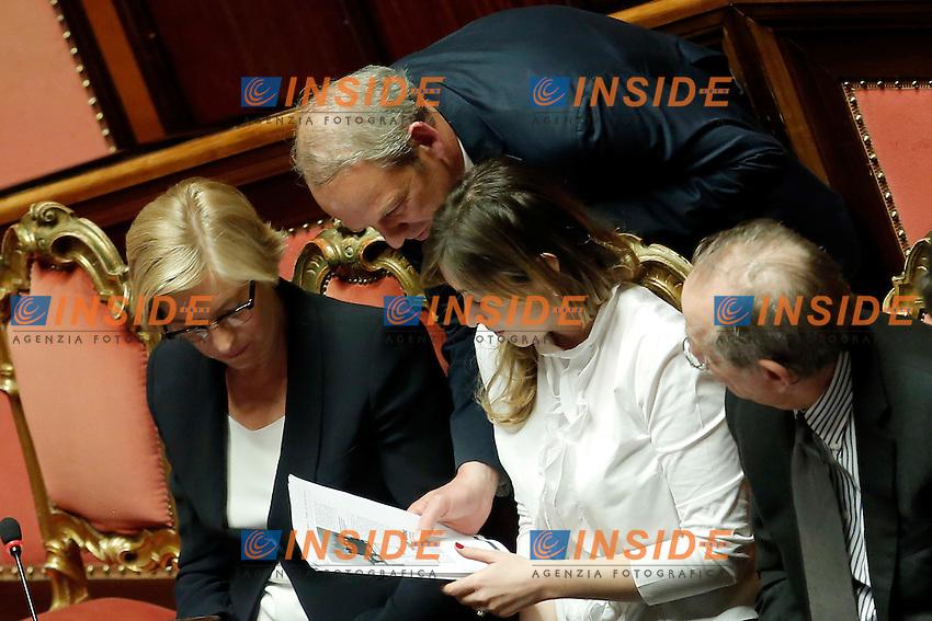 Roberta Pinotti, Karl Zeller e Maria Elena Boschi<br /> Roma 19-04-2016 Senato. Mozione di sfiducia al Governo da parte del Movimento 5 Stelle, della Lega Nord  di Forza Italia.<br /> Photo Samantha Zucchi Insidefoto