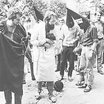 *17.06.1943<br /> Journalist, Fahrradkurier, 'Polit-Clown', D<br /> <br /> - im B??sser-Gewand mit Fusskette auf dem Weg zur Untersuchungshaft<br /> - 1967