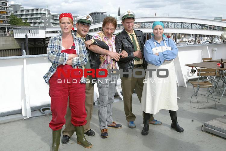 Pressetermin zum Fernsehstart von &quot;Deich TV - Die Fischkopp-Comedy&quot; ab dem 15.10.2004 auf SAT1<br /> von li: Katja Bruegger(BrŁger), Frank Thome, Michael Lott, Matthias Komm, Carolin SpieŖ <br /> Foto &copy; nordphoto / Anja Heinemann<br />  *** Local Caption *** Foto ist honorarpflichtig! zzgl. gesetzl. MwSt.<br />  Belegexemplar erforderlich<br /> Adresse: nordphoto<br /> Georg-Reinke-Strasse 1<br /> 49377 Vechta