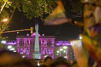 """BAS03. BUENOS AIRES (ARGENTINA), 05/11/2011.- Aspecto de la vigésima """"Marcha del Orgullo Gay"""" hoy, sábado 5 de noviembre de 2011, en Buenos Aires, (Argentina). Una multitud acudió a la marcha el marco central de movilizaciones organizadas por la federación argentina de homosexuales, bisexuales y transexuales en todo el país para reclamar más avances en leyes de igualdad de derechos. EFE/Cézaro De Luca.."""