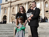 Lizzy Myers, in basso, posa coi genitori Christine e Steve e la sorellina Kayla, prima dell'udienza generale del mercoledì' di Papa Francesco, in in Piazza San Pietro, Citta' del Vaticano, 6 aprile 2016. I genitori di Lizzy, una bimba statunitense di 5 anni che sta diventando cieca a causa di una rara malattia, hanno deciso di esaudire il suo desiderio di vedere il Papa.<br /> 5-year-old Lizzy Myers, bottom left, poses with her parents, Steve and Christine, and her sister Kayla, before the beginning of Pope Francis' weekly general audience in St. Peter's Square at the Vatican, 6 April 2016. Lizzy's parents created a visual bucket list for her, including meet Pope Francis, as she is going blind.<br /> UPDATE IMAGES PRESS/Isabella Bonotto<br /> <br /> STRICTLY ONLY FOR EDITORIAL USE