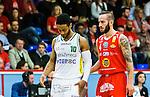 ****BETALBILD**** <br /> Uppsala 2015-04-24 Basket SM-Final 3 Uppsala Basket - S&ouml;dert&auml;lje Kings :  <br /> S&ouml;dert&auml;lje Kings John Roberson deppar bredvid Uppsalas Mannos Nakos och Thomas Jackson under matchen mellan Uppsala Basket och S&ouml;dert&auml;lje Kings <br /> (Foto: Kenta J&ouml;nsson) Nyckelord:  Basket Basketligan SM SM-final Final Fyrishov Uppsala S&ouml;dert&auml;lje Kings SBBK depp besviken besvikelse sorg ledsen deppig nedst&auml;md uppgiven sad disappointment disappointed dejected