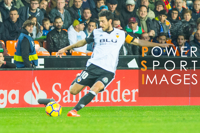 Daniel Parejo Munoz of Valencia CF runs with the ball during the La Liga 2017-18 match between Valencia CF and FC Barcelona at Estadio de Mestalla on November 26 2017 in Valencia, Spain. Photo by Maria Jose Segovia Carmona / Power Sport Images