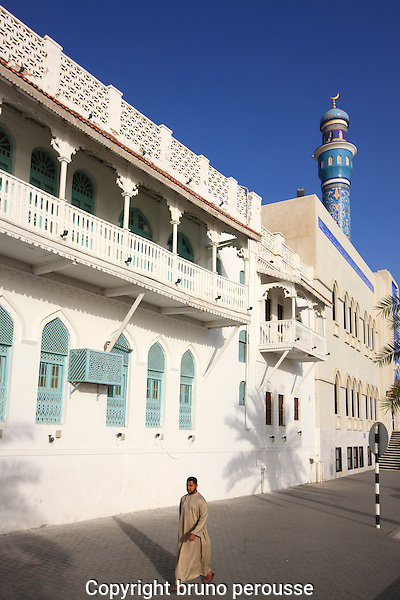 Asie; Moyen Orient; sultanat d'Oman; Mascate; quartier de Mutrah; mosquée et balcons de bois//Asia; Middle East; sultanate of Oman; Muscat; Mutrah district; mosque and wooden balconies