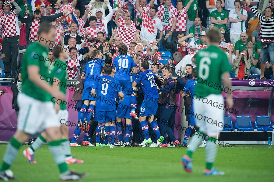 10.06.2012. POZNAN POLSKA, STADION MIEJSKI (MUNICIPAL STADUIM). (UEFA EURO 2012 POLAND UKRAINE) MISTRZOSTWA EUROPY W PILCE NOZNEJ. MECZ IRLANDIA - CHORWACJA GRUPA C (GAME MATCH THE REPUBLIC OF IRELAND - CROATIA POOL C)..NZ/   BRAMKA GOL RADOSC GOAL MARIO MANDZUKIC 3-1.FOT. JAKUB KACZMARCZYK / PRESSFOCUS