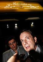 SAO PAULO, SP, 26 JULHO 2012 - ELEICOES 2012 - CELSO RUSSOMANO - O candidato a prefeitura de Sao Paulo, Celso Russomano (PRB) e seu vice Luiz Luiz Flavio Durso (e) durante encontro com lideranças na Pizzaria Sacada no bairro da Mooca regiao leste da capital paulista na noite dessa quinta-feira, 26. FOTO: VANESSA CARVALHO - BRAZIL PHOTO PRESS.