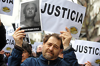 BUENOS AIRES, ARGENTINA, 18.07.2013 - ANIVERSARIO EXPLOSAO DE BOMBA - Pessoas participam de uma manifestação que marca o 19 º aniversário de um ataque a bomba contra a Comunidade judaica Amia, em Buenos Aires, Argentina, em 18 de julho 2012. A explosão matou 85 pessoas. Foto: Juani Roncoroni -Brazil Photo Press