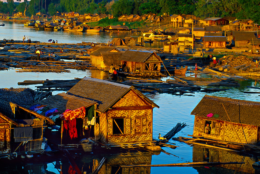 Life on the banks of Ayeyarwady River at Buffalo Point, Mandalay, Burma (Myanmar)