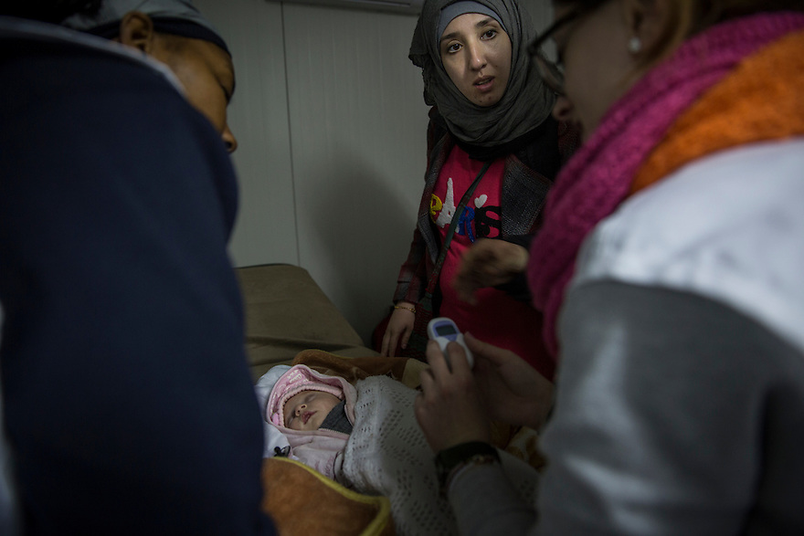 MSF medical team at work in Idomeni, Greece, where several thousand people were stranded in December, unable to cross into Macedonia due to nationality restrictions put in place by several Balkan nations. Meanwhile many thousands of Syrians, Afghans and Iraqis passed through the border each day after having their documents checked by Macedonian border police.