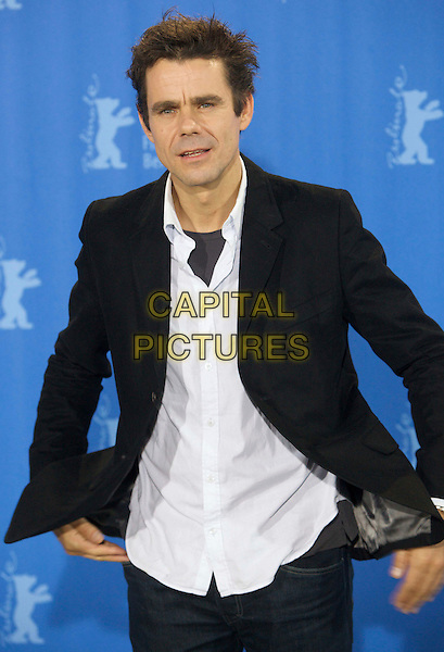 "TOM TYKWER.Photocall for ""The International"" during the Berlinale 2009, 59th International Berlin Film Festival, Berlin, Germany..February 5th 2009.half length black suit jacket white shirt mouth open.CAP/PPG/JH.©Jens Hartmann/People Picture/Capital Pictures"