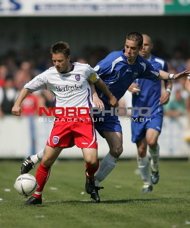 RLN 2006/2007 - 33.Spieltag RŁckrunde <br /> Kickers Emden - VfL OsnabrŁck 1:1<br /> <br /> Am Ball Thomas Reichenberger, rechts: Jasmin Spahic (Kickers)<br /> <br /> Foto &copy; nordphoto *** Local Caption *** Foto ist honorarpflichtig! zzgl. gesetzl. MwSt.<br /> <br /> Belegexemplar erforderlich
