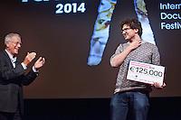 Amsterdam, 19 november 2014<br /> International Documentary Filmfestival Amsterdam<br /> IDFA 2014<br /> Sjoerd Oostrik, winnaar Mediafondsprijs Documentaire.<br /> Links Jacob Kohnstamm (Mediafonds)<br /> Photo by Felix Kalkman