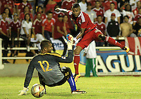 CALI -COLOMBIA-29-02-2016. Yesus Cabrera jugador de América Cali dispara para anotar un gol a Orsomarso SC durante partido por la fecha 3 del Torneo Águila 2016 jugado en el estadio Francisco Rivera Escobar de Palmira. / Yesus Cabrera player of America de Cali shoots to score a goal to Orsomarso SC during match for the date 3 match of the Aguila Tournament 2016 played at Francisco Rivera Escobar stadium in Palmira. Photo: VizzorImage/Juan C. Quintero/