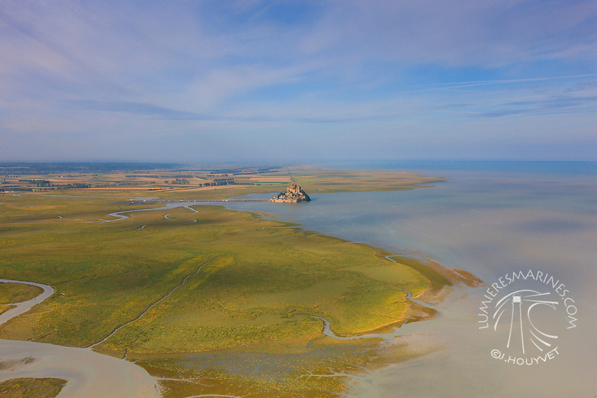 Vol au-dessus du littoral du Cotentin (Manche, Normandie, France)  Flight above the shores of Cotentin (Manche, Normandy, France)