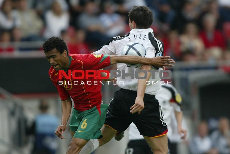 U21 - EM 2004 - Gruppe B<br /> Deutschland vs. Portugal 1:2<br /> Benjamin Auer (rechts) von Deutschland gegen Bosingwa (links) von Portugal.<br /> Foto &copy; nordphoto - Ruediger Lampe<br /> <br />  *** Local Caption *** Foto ist honorarpflichtig! zzgl. gesetzl. MwSt.<br />  Belegexemplar erforderlich<br /> Adresse: nordphoto<br /> Georg-Reinke-Strasse 1<br /> 49377 Vechta