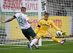 FussballFussball: agnph001:  1. Bundesliga Saison 2019/2020 27. Spieltag 23.05.2020<br />SC Freiburg - SV Werder Bremen<br />Marco Friedl (Bremen links) gegen Torhueter Alexander Schwolow (Freiburg)<br />FOTO: Markus Ulmer/Pressefoto Ulmer/ /Pool/gumzmedia/nordphoto<br /><br />Nur fŸr journalistische Zwecke! Only for editorial use! <br />No commercial usage!