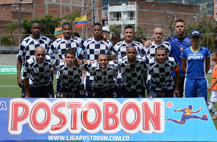 ENVIGADO -COLOMBIA-16-08-2014. Jugadores de Boyacá Chicó FC posan para una foto previo al encuentro con Envigado Fc por la fecha 5 de la Liga Postobón II 2014 realizado en el Polideportivo Sur de la ciudad de Envigado./ Players of Boyaca Chico FC during match for the 5th date of the Postobon League II 2014 at Polideportivo Sur in Envigado city.  Photo: VizzorImage/Luis Ríos/STR
