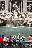 Caldo in città. Turisti si rinfrescano nella fontana di Trevi..Hot summer in the city. People find refuge from the high summer temperature at Trevi fountain. ...