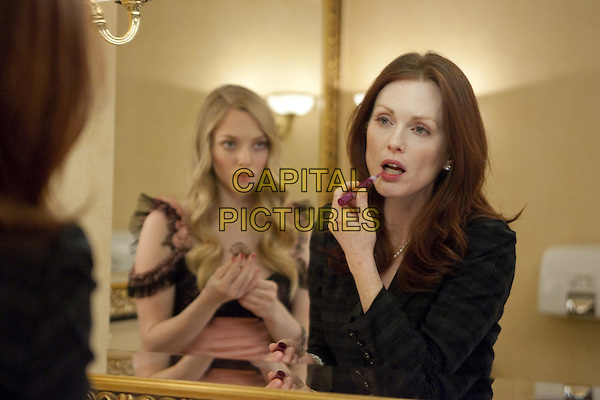 AMANDA SEYFRIED & JULIANNE MOORE.in Chloe.*Filmstill - Editorial Use Only*.CAP/FB.Supplied by Capital Pictures.