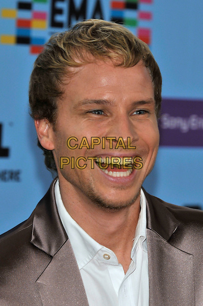 BRIAN LITTRELL - BACKSTREET BOYS .during the MTV Europe Music Awards 2009 at the O2 World Arena in Berlin, Germany, November 5th 2009..arrivals EMA EMAs portrait headshot laughing grey gray white teeth funny facial hair stubble .CAP/PL.©Phil Loftus/Capital Pictures