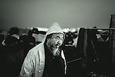Der chinesische Künstler Ai Weiwei in Idomeni. Über 14.000 Menschen leben im Flüchtlingscamp in Idomeni, nachdem Mazedonien seine Grenze geschlossen hat. / The Chinese artist Ai Weiwei in Idomeni. More than 14.000 people are living in the Idomeni refugee camp in Greece, unable to travel further after Macedonia closed its borders.