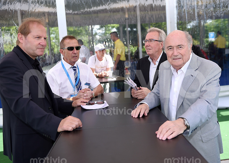 Fussball International FIFA 76. Blue Stars / FIFA Youth Cup   14.05.2014 Jean-Paul Brigger (FIFA), Juerg Hofmann (Praesident LOC), Hans-Ulrich Schneider (FIFA) und FIFA Praesident Joseph S. Blatter (v.li, Schweiz)