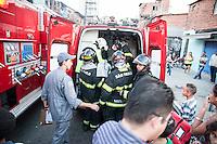 SÃO PAULO,SP, 25.07.2016 - INCÊNDIO-SP - Bombeiros controlam incêndio que atinge a comunidade Alba no bairro do Jabaquara na região sul de São Paulo nesta segunda-feira, 25 . (Foto: Rogério Gomes/Brazil Photo Press)