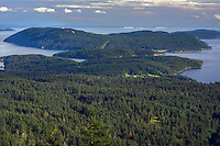 WASJ_D235 - USA, Washington, San Juan Islands, View south from Little Summit in Moran State Park on Orcas Island towards Obstruction Island and Blakely Island.