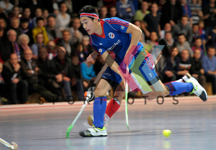 GER - Mannheim, Germany, December 12: During the 1. Bundesliga Sued Herren indoor hockey match between Mannheimer HC (blue) and TSV Mannheim (red) on December 12, 2015 at Irma-Roechling-Halle in Mannheim, Germany. Final score 5-0 (HT 1-0). Tino Nguyen Luong #7 of Mannheimer HC<br /> <br /> Foto &copy; PIX-Sportfotos *** Foto ist honorarpflichtig! *** Auf Anfrage in hoeherer Qualitaet/Aufloesung. Belegexemplar erbeten. Veroeffentlichung ausschliesslich fuer journalistisch-publizistische Zwecke. For editorial use only.