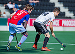 AMSTELVEEN - Nicky Leijs (Adam) met Daan Dullemeijer (SCHC)   tijdens  de hoofdklasse competitiewedstrijd hockey heren,  Amsterdam-SCHC (3-1).  COPYRIGHT KOEN SUYK