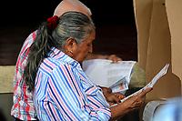 BARRANQUILLA-COLOMBIA, 27-10-2019: Ciudadanos colombianos ejerces su derecho al voto en la ciudad de Barranquilla, durante la jornada de Elecciones Autoridades Territoriales 2019. / Colombians citizens exercise their right to vote in Barranquilla city, during the day of Elections Territorial Authorities 2019. Photo: VizzorImage/ Alfonso Cervantes / Cont.