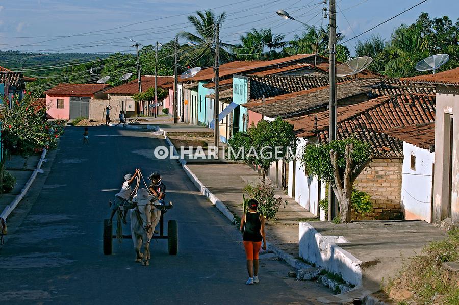 Rua de casas populares. Alto Alegre do Pindaré. Maranhão. 2008. Foto de Rogério Reis.