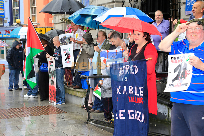 the Protest on West Street for Gaza<br /> Picture: Fran Caffrey www.newsfile.ie