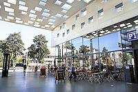 Nederland  Amsterdam  2016 . Het vernieuwde winkelcentrum Gelderlandplein. Foto Berlinda van Dam / Hollandse Hooogte.