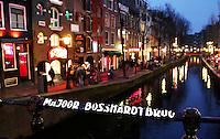 Nederland Amsterdam 2016 02 03. Red Light District. Oudezijds Achterburgwal. De Majoor Bosshardtbrug.  Foto Berlinda van Dam / Hollandse Hoogte
