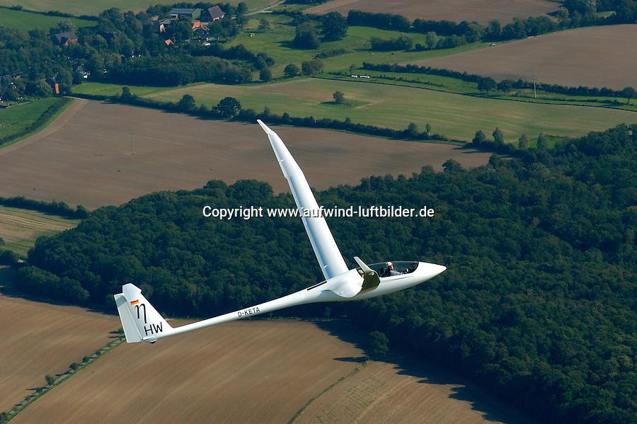 Segelflugzeug ETA: EUROPA, DEUTSCHLAND, SCHLESWIG-HOLSTEIN, (EUROPE, GERMANY), 17.09.2004: Das groesste zur Zeit gebaute Segelflugzeug ist die ETA, Kohlefaser, KFK, Doppelsitzer, Spannweite, Offene Klasse, HW, .c o p y r i g h t : A U F W I N D - L U F T B I L D E R . de.G e r t r u d - B a e u m e r - S t i e g  1 0 2,  .2 1 0 3 5  H a m b u r g ,  G e r m a n y.P h o n e  + 4 9  (0) 1 7 1 - 6 8 6 6 0 6 9 .E m a i l      H w e i 1 @ a o l . c o m.w w w . a u f w i n d - l u f t b i l d e r . d e.K o n t o : P o s t b a n k    H a m b u r g .B l z : 2 0 0 1 0 0 2 0  .K o n t o : 5 8 3 6 5 7 2 0 9.C  o p y r i g h t   n u r   f u e r   j o u r n a l i s t i s c h  Z w e c k e, keine  P e r s o e n  l i c h ke i t s r e c h t e   v o r  h a n d e n,  V e r o e f f e n t l i c h u n g  n u r    m i t  H o n o r a  n a c h  MFM, N a m e n s n e n n u n g und B e l e g e x e m p l a r !...