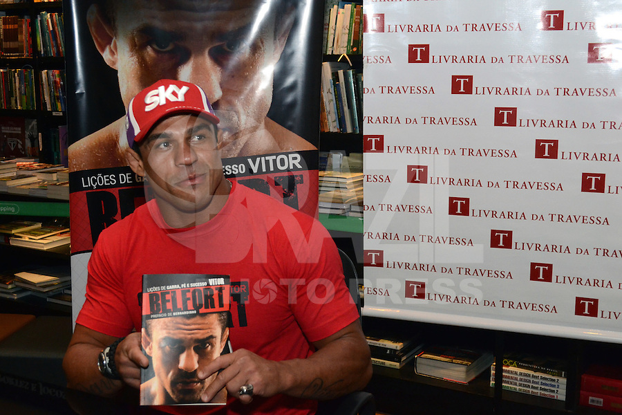 RIO DE JANEIRO-05/07/2012-O Lutador de MMA, Vitor Belfort no Lancamento do livro Licoes de Garra, Fe e Sucesso: Vitor Belfot, na Livraria da Travessa, no Barrashopping, na Barra da Tijuca, zona oeste do Rio.Foto:Marcelo Fonseca-Brazil Photo Press