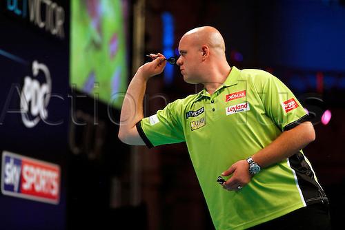 24.07.2016. Empress Ballroom, Blackpool, England. BetVictor World Matchplay Darts. Michael van Gerwen shooting darts