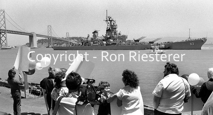The battleship USS Missouri enters San Francisco Bay.<br />(photo/Ron Riesterer)