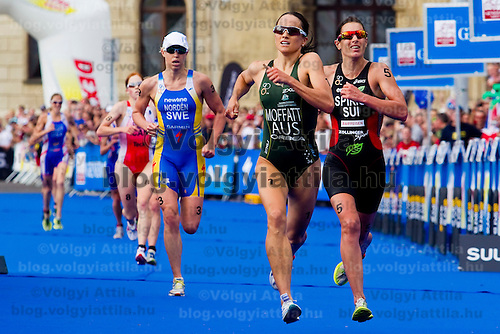 Paula Findlay (left CAN), Lisa Norden (2nd left SWE), Emma Moffatt (2nd right AUS) and Nicola Spring (right SUI) run towards the finish line of the ITU women's elite triathlon world championships series final in Budapest, Hungary, Sunday, 12. September 2010. ATTILA VOLGYI