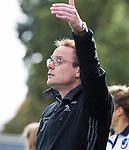 HUIZEN  -   coach Boaz Janssen (HUI) , hoofdklasse competitiewedstrijd hockey dames, Huizen-Groningen (1-1)   COPYRIGHT  KOEN SUYK