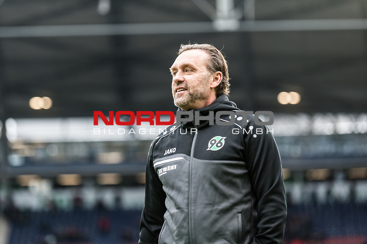 09.02.2019, HDI Arena, Hannover, GER, 1.FBL, Hannover 96 vs 1. FC Nuernberg<br /> <br /> DFL REGULATIONS PROHIBIT ANY USE OF PHOTOGRAPHS AS IMAGE SEQUENCES AND/OR QUASI-VIDEO.<br /> <br /> im Bild / picture shows<br /> Thomas Doll (Trainer Hannover 96) vor Spielbeginn, <br /> <br /> Foto © nordphoto / Ewert
