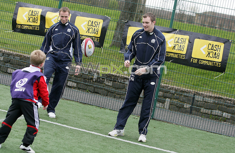 PICTURE BY VAUGHN RIDLEY/SWPIX.COM - Rugby Union - Scottish Rugby Union - Scottish Government Investment Press Conference - Glasgow, Scotland - 18/04/08...Copyright - Simon Wilkinson - 07811267706..Andrew Henderson and Alistair Kellock play rugby with local children at a Press Conference to announce the Scottish Governments' ?1.4 million investment in Youth Rugby in Scotland.