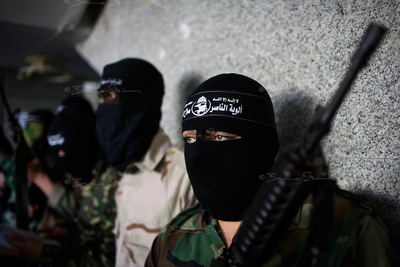 Gaza city, Jan 22 2009.Fighters from the Salahedeen Brigade of the P. R. C. gave an impromtu press conference before leaving in broad daylight on a busy market street..